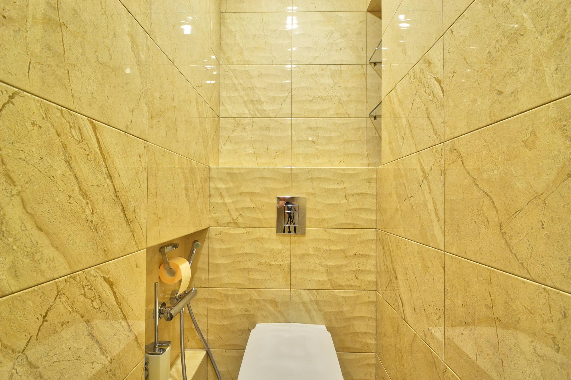 vstroennyj-tualet