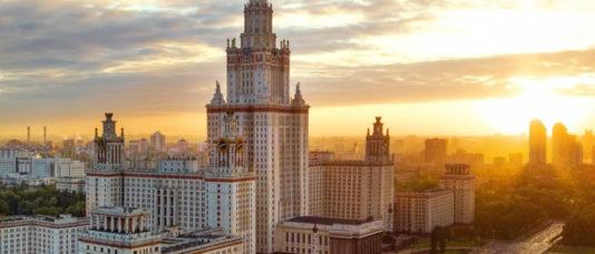 Сталинские высотки в Москве. Сколько стоит квартира на сутки в легендарном доме?