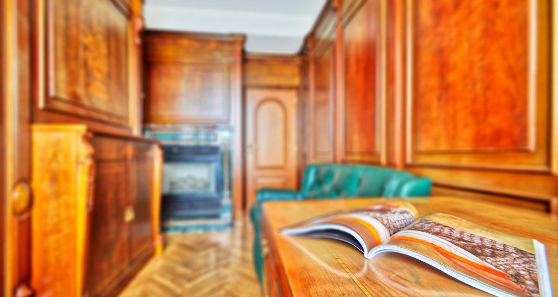 bronnaya-kabinet-iz-dereva-titov-06