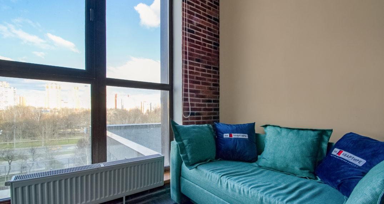 divan-u-panoramnogo-okna