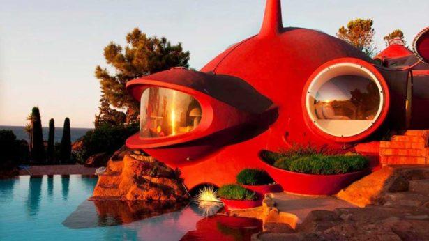 10 самых необычных домов мира в аренду.