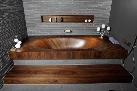 Яркая деталь интерьера. Деревянная ванна.