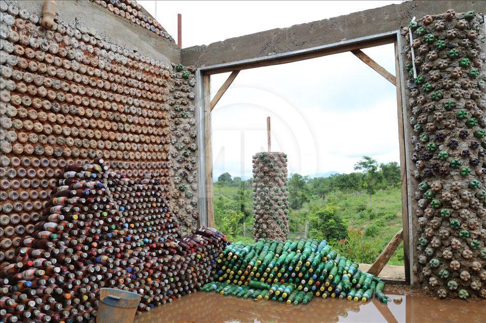 дом из пластиковых бутылок своими руками фото глущенко родила сына