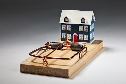 4 распространённые мошеннические схемы с недвижимостью: как их избежать